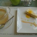 cafe naturel - 柚子蜜茶とケーキで1300円位