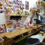 スタードックカフェ - 店内(子供の写真がたくさん・・・ コペンハーゲンドックの案内も・・・)