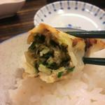 濱田 - 大きな餃子、中は本当にジューシー。
