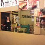 濱田 - 地元の商店街から贈られた鏡。