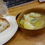 26550695 - ランチのスープとパン