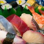 三郎寿司 - 海がすぐ近く・・・美味しくないわけがないデス。