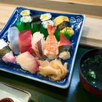三郎寿司 - 平日限定「ランチ寿司」(1,100円)。にぎり8貫。細巻、お吸物。手軽な寿司ランチが嬉しいデス。