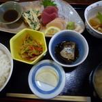 居酒屋 ゆらり - 日替わり「魚」は刺身2点盛り(まぐろ・ほたて)これで600円