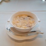 26556578 - 薄くといたたまごがスープのなかで華のように咲き誇るどころか、分厚いたまごの塊がプカプカ醜く浮かんでいるw