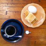喫茶 徳川 - 料理写真:港区役所駅 喫茶 徳川 ホットコーヒー360円とモーニングトーストゆで卵