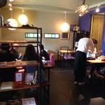 北隣館 Cafe Green - ランチタイムはお客さんが一杯!人気なんですね♪
