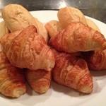 ボナ トリーチェ - 焼き立てパン