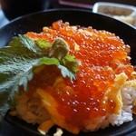 和食れすとらん 天狗 - イクラ丼定食。