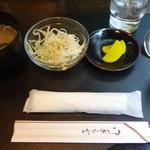 平さんのお店 - サラダ、味噌汁、お新香