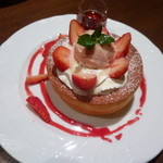 星乃珈琲店 - 苺ミルクのスフレパンケーキ