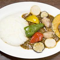 CURRY BAR シューベル - 季節の素揚げ野菜&チキンカリー 950円