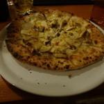 カーヴリシェ - ピザに辛いオイルをかけて・・・