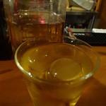 カーヴリシェ - 丸い氷で烏龍茶をいただく
