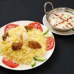 インド料理 ダルバール - ビリヤニとライタ(ヨーグルトソース)
