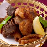 宮崎料理 万作 - 砂ずりと鶏皮の唐揚げ