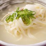 宮崎料理 万作 - 鶏スープのおうどん