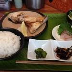 魚殿 - カンパチカマ焼き@新橋 魚殿