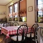 Trattoria Fonte - テーブルクロス、イスカバーいろいろ手作りして心地よい空間になるように心がけています。