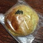 吉之丞 - お米よもぎあんぱん 150円