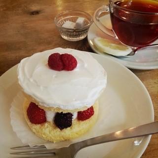 くるみの木 一条店 - ベリーの生クリームケーキ
