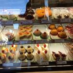 26589004 - ケーキの種類は結構多いです。