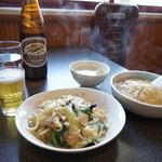 民生 - 料理写真:天津飯とやきそばをセットしたランチ780円、スープ付