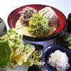 Tomikuraya - 料理写真:三色おろしセット2,265円 当店オリジナルの三種そば。そばの味と香りを食べ比べ!!季節野菜の天ぷらと小布施の辛味大根を添えました。