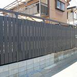 ヒビキ カフェ - 黒い塀が目印