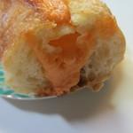 Leaf - 福岡名物の明太子のを使ったクリームをたっぷり挟んだパンです。
