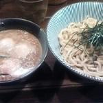 やま昇 - 味玉入り辛つけ麺