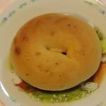 月招堂 - 料理写真:トマト&チーズベーグル