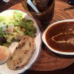 cafe copan - シチューセット(ブラウン)自家製パンと生ハム入りサラダ、ドリンクがセットになっています