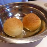 アユート  - 自家製パン ローズマリー練り込み(平日ランチ2014年4月)