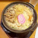 なごみだいにんぐ飛梅 - みそもつ煮うどん(¥820)。もつがたっぷり、味噌スープは優しくコクがある