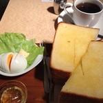 ぷらむ - モーニングセット、厚切りトースト