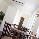 フレベールラデュ - 2014年4月再訪:白を基調としたカフェスペース☆