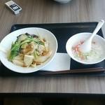 王鼎記 - 料理写真:五目かた焼きそば 630円