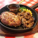 山幸ミート - ハンバーグ150g&牛焼肉のコンビ。牛カルビの薄切り肉を秘伝のタレで焼いた食べ応えのあるメニュー。