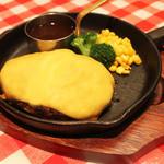 山幸ミート - 濃厚な味わいのチェダーチーズでハンバーグを包んだ『とろーりチーズハンバーグ』