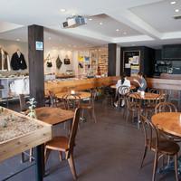 グッドネイバーズ - カフェとショップを併設