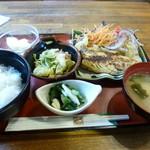 きりんぼーい - 料理写真:2014.04 鉄板スパがコーヒーすら付かずに950円もしたのでお得な日替わりランチにしちゃいました。