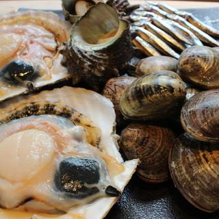 朝一番仕入れ!新鮮な魚貝類!