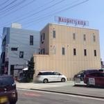 26622697 - 松菱百貨店南側のこの建物の1Fにあります
