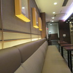サンマルクカフェ - 長屋的に横に長い店内