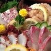 三拍子 - 料理写真:新鮮なお刺身は、近海物や北海道魚介類まで揃えてます