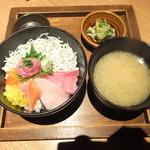 響 - 海鮮しらす丼