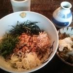 26626590 - 日替わりランチ 五色納豆そば+焼き豚辛子高菜ごはん