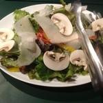 武蔵野カンプス - マッシュルームとパルミジャーノチーズのサラダ