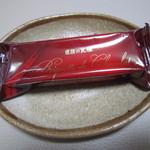 26628240 - 大人の赤色の包み